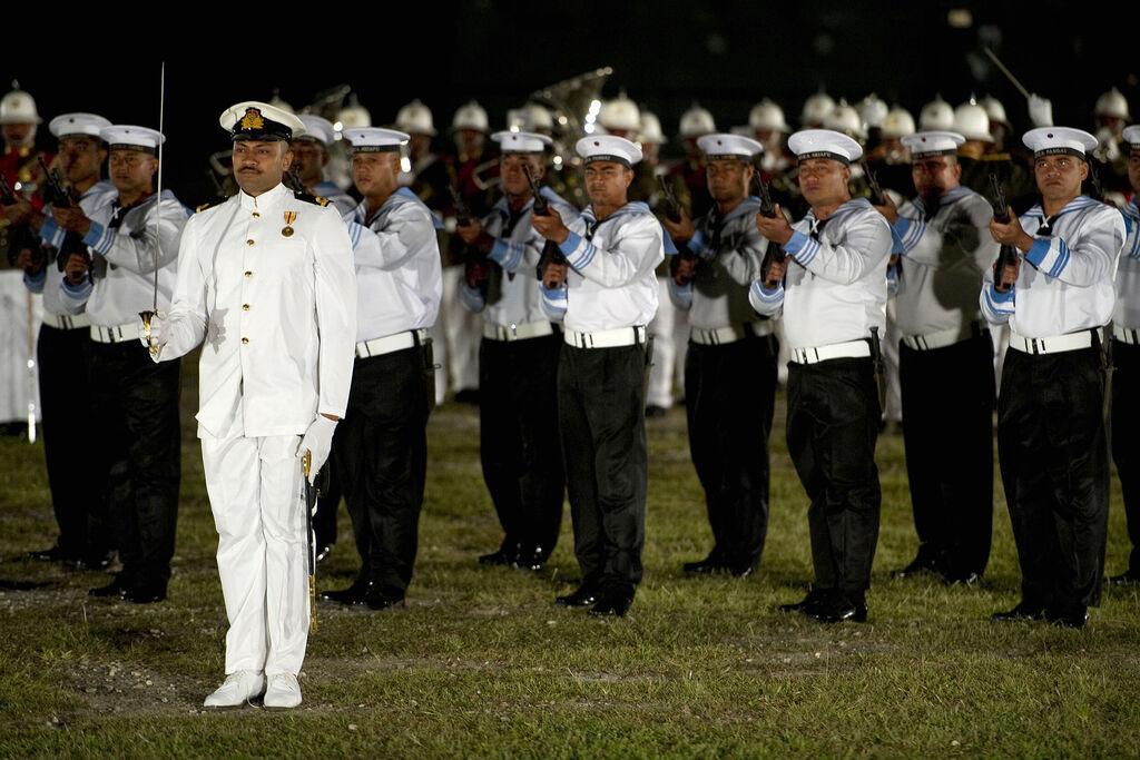 Почетный караул военнослужащих ВМС Тонга