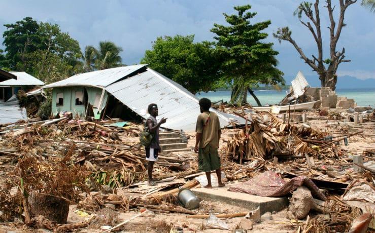 2007 год, цунами, обрушившееся на Соломоновы острова и Новую Гвинею.
