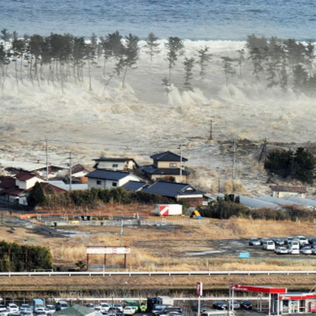 Цунами Японские острова 2011 год.