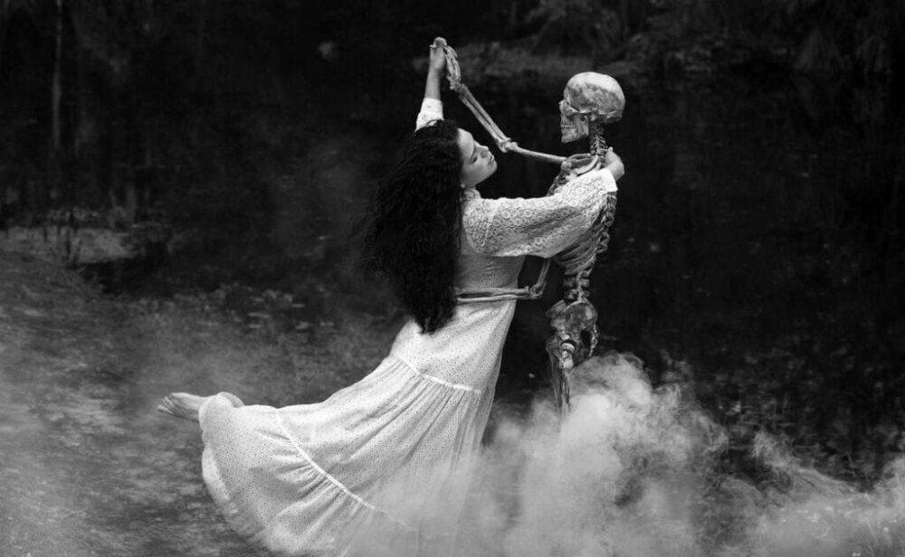 Смерть приходит в танце